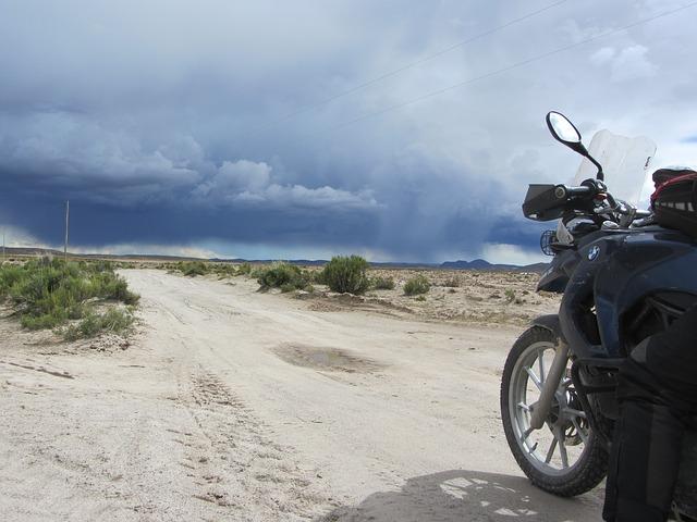 motorcycle-tours-174950_640.jpg