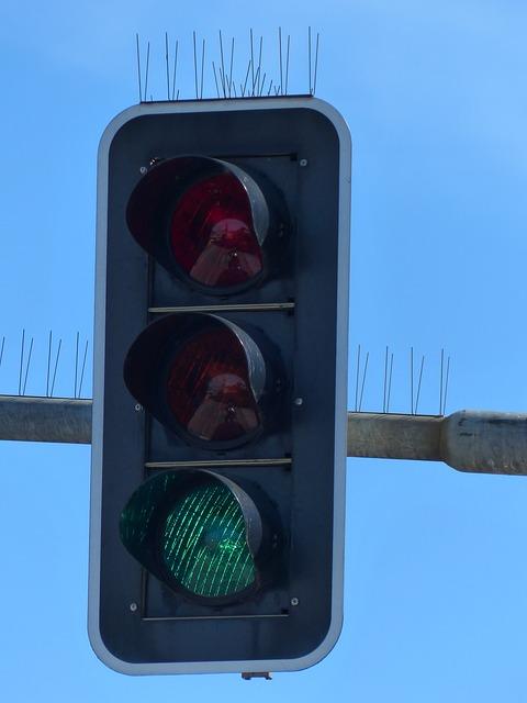 traffic-lights-99903_640.jpg