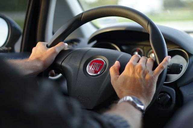 driving-343056_640.jpg