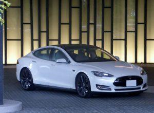 Tesla_MODEL_S_front-300x220