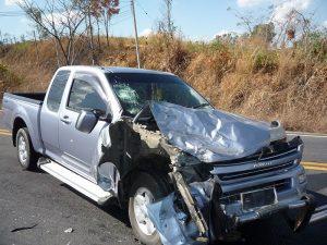 800px-Isuzu_D-Max_crash_1-300x225