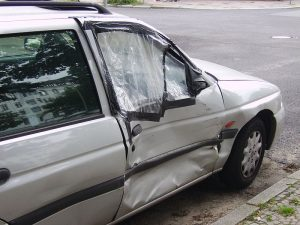 800px-Damaged_car_door-300x225