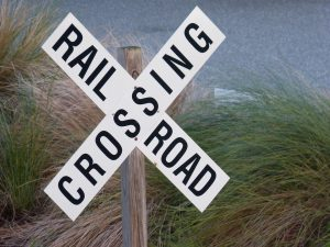 railroad-crossing-1576867_960_720-300x225